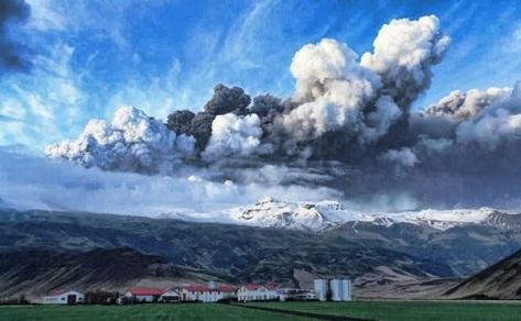 Iceland-Volcano-Risk-Pic-Eyjafjallajokull